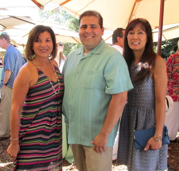 nh_food_6_Event_co-chairs_Marybeth_Carty_and_Arlene_Manasanto_with_Driscoll_Berries